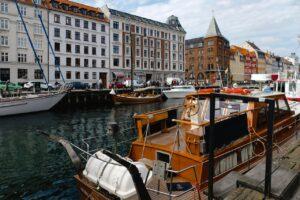 Københavns nyhavn hvor en masse både holder